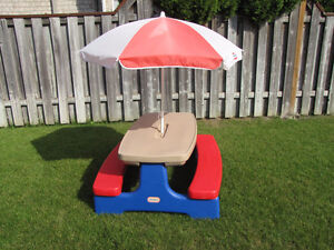 Little Tikes easy store picnic table Windsor Region Ontario image 1