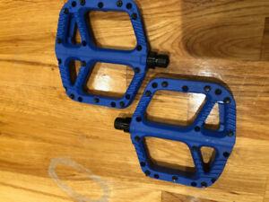 One up composite flat pedals/pédales