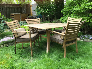 Allan and Roth Outdoor Dining Set
