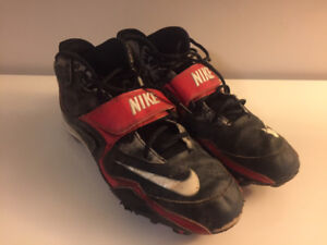 Mens Nike Football Cleats - size 13