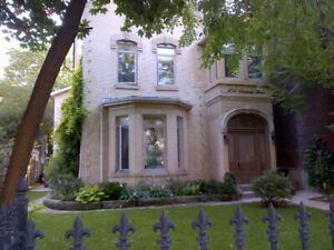 Beautiful Victorian House - 2BR apt + roof patio - Utilities inc