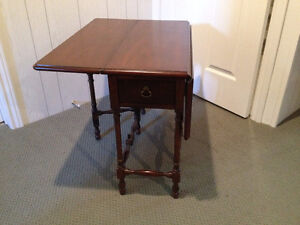 Small Gate-leg Occasional Table London Ontario image 5