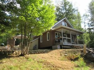 Cozy & Peaceful Waterfront Cottage with Loft (1.68 Acres)