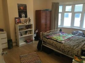 Huge Studio sized Double room NEAR ILFORD! move in date ASAP! Call me for viewings!