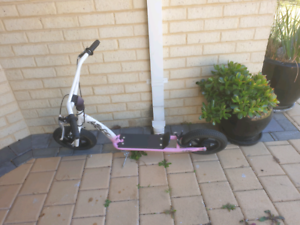 """SCOOTZ 16"""" PRO SCOOTER Wangara Wanneroo Area Preview"""