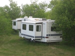 1995 Alpenlite 33 foot 5th Wheel High End RV with 2 slides