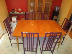 TABLE DE CUISINE + 3 RALLONGES + 6 CHAISES /Négociable