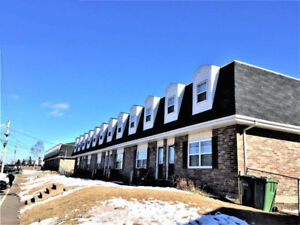 Spacious 3 Bedroom / 2 Bath END Unit Townhouse in Cornwall