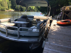 1998 suntracker 18 feet with a 30 hp mariner motor and trailer