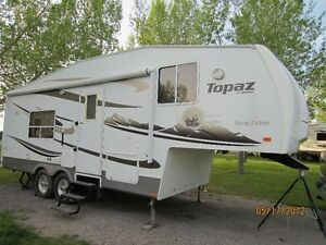 2009 Topaz F251SFXL 5th Wheel