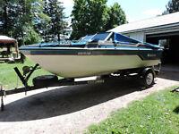 Larson Senza Bowrider Ski Boat With Trailer