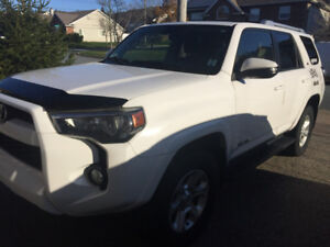 Priced to sell, 2014 Toyota 4 Runner SR5 - only 40K kms + bonus