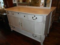 LARGE OAK SIDEBOARD ANTIQUE PRICED TO SELL
