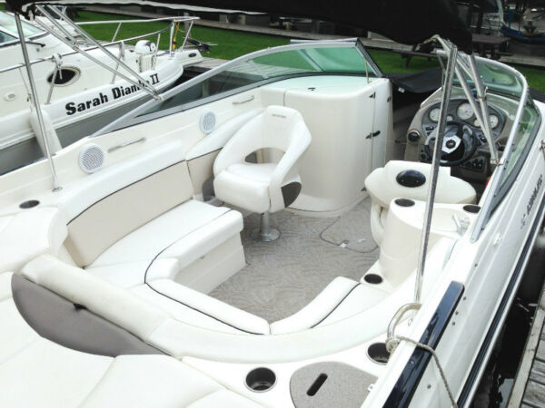 Used 2006 Rinker Boat Co Captiva 246 BR