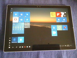 Microsoft Surface Pro 4 - cracked screen