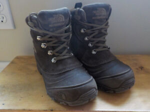 North Face Chilkat Childrens boots size 2