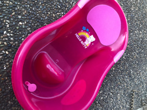 Used Kids bathtub in pink color