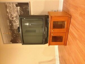 SONY 32 inch Initiation tv with wooden tv table shelve inside