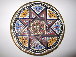 = = VINTAGE CERAMICAS SEVILLA HAND-PAINTED 6 3/4 PLATE = =