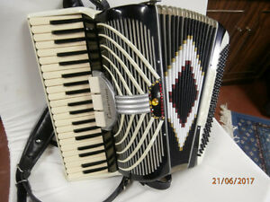 CAMERANO  piano accordion 120 bass