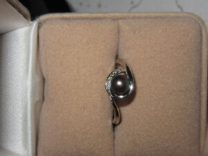 Black Tahitian Pearl Ring with Diamonds in 10K White Gold