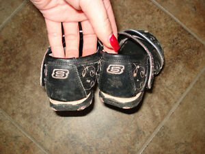 Skechers Shoes size 12 they are in excellent condition London Ontario image 2
