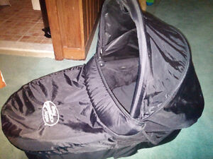 BABY JOGGER DELUXE PRAM IN A+ CONDITION bassinett