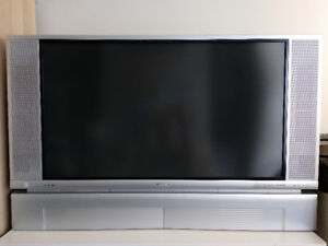Hitachi 42V515 42-inch Screen Rear Projection HDTV - $180