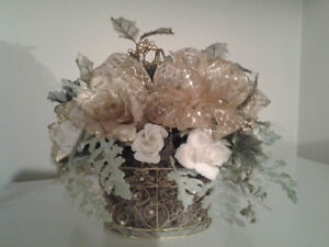 Decorated Glitter Gold Wire and Pearl Basket