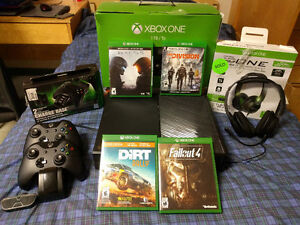 XBOX ONE BUNDLE - MINT CONDITION - 4 GAMES - 2 CONTROLLERS Kingston Kingston Area image 1
