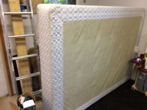 queen  bed boxspring