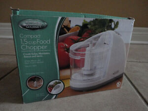 Brand new in box compact 1.5 cup electric food chopper London Ontario image 9