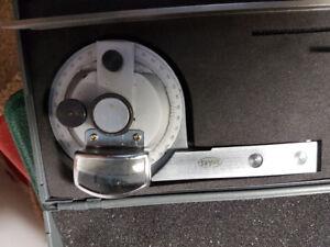 "Used Universal Vernier Bevel Protractor, Stainless Steel, 12"" Sc"