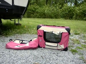 Small soft-sided collapsible kennel