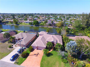 **GORGEOUS WATERFRONT HOME** - in Cape Coral, Fl (US)