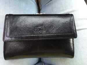 Authentic leather Mancini wallet only 15$!!!