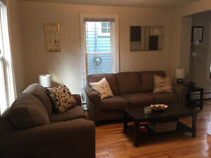 Cozy 1 Bedroom on Poplar St (Off Quinpool). Available Dec. 1st