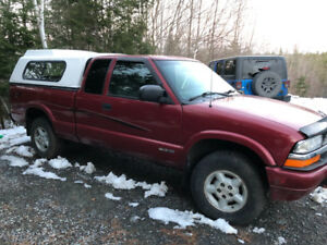 2000 Chevrolet S-10 4x4 for parts/repair
