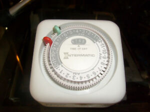 Intermatic Timer. 2 plug power receptacle Timer.
