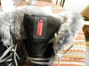 COLUMBIA BRAND NEW BOOTS size 5 -32c 200g isolant