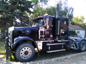 2007 Freightliner Classic. Pre Emissions. With fluid pump.