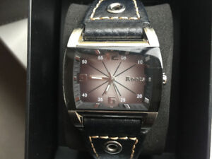 ROOTS WATCH IN LEATHER CASE