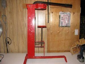 wine bottle corking machine