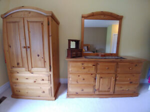 Bedroom set in pine, king size, 7 pieces, excellent condition.