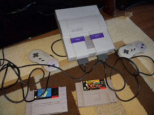MINT SUPER NINTENDO WITH 2 GAMES