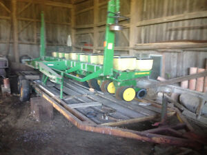 Corn planter with trailer