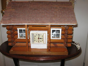 RUSTIC OLD-FASHIONED CHARMING LITTLE LOG CABIN LAMP