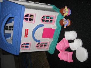 Maison Little People - Fisher price West Island Greater Montréal image 4