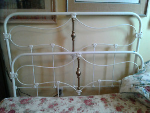 ANTIQUE 3/4 CAST IRON& BRASS BED
