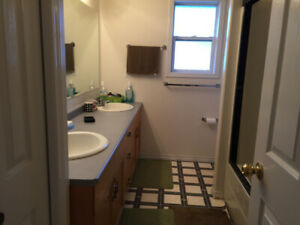 Room for rent College Heights area